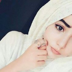 Hijab Niqab, Hijab Chic, Mode Hijab, Stylish Hijab, Hijab Outfit, Beautiful Muslim Women, Beautiful Girl Image, Beautiful Hijab, Hijabi Girl