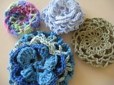 A couple of weeks ago in my Vintage crochet Friday post I mentioned that the pattern included a snood. Now that I've done a bit more investigation into snoods (yes, I know, didn't I ha… Crochet Snood, Bead Crochet, Crochet Motif, Crochet Crafts, Yarn Crafts, Crochet Projects, Free Crochet, Crochet Bows, Sewing Projects
