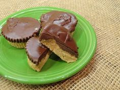 If you're a peanut butter chocolate lover, then you'll love this recipe. These homemade peanut butter cups make a great dessert, and gifts. peanut butter chocolate for peanut butter lovers peanut butter with peanut butter easy Homemade Peanut Butter Cups, Peanut Butter Fudge, Peanut Butter Recipes, Homemade Candies, Peanut Brittle, Reese's Recipes, Candy Recipes, Dessert Recipes, Dessert Ideas