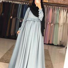 Modern Hijab Fashion, Muslim Women Fashion, Islamic Fashion, Abaya Fashion, Fashion Dresses, Dress Muslim Modern, Muslim Dress, Navy Floral Maxi Dress, Modele Hijab