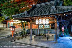 Yasaka Shrine main gate's purification fountain
