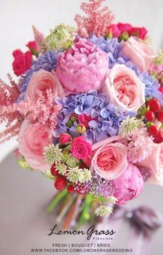 Simple wedding flowers - Silk flowers offer great alternative for most of the flowers in some cases. Beautiful Flower Arrangements, Wedding Flower Arrangements, Wedding Bouquets, Floral Arrangements, Amazing Flowers, My Flower, Silk Flowers, Beautiful Flowers, Pastel Bridesmaids