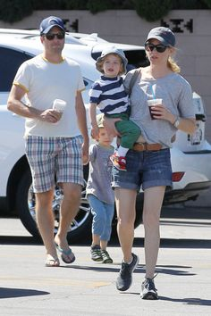 Elizabeth Banks & Family: Saturday Shoppers