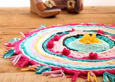 Old+T-shirt+Rug+on+a+Hula+Hoop+Loom