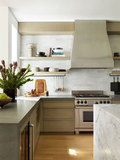 """Modern Kitchen Interior Emily Henderson Updated Kitchen Trends 2018 Thick Countertops 7 - Kitchen design ideas and trends don't move as quickly as other rooms, but for some """"fresh"""" takes on kitchen design right now, read on for 5 of our faves. Updated Kitchen, New Kitchen, Kitchen Decor, Kitchen Ideas, Awesome Kitchen, Kitchen Photos, Kitchen Colors, Best Kitchen Design, Interior Design Kitchen"""