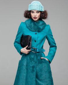 Зимнее пальто из шерстяной ткани с юбкой и воротником из искусственного меха