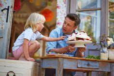 Comfort Food lo chef Jamie Oliver torna in tv su laeffe oggi alle 17:55 e dal 29 ottobre in libreria per raccontare il cibo della felicità