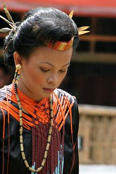 Beautiful photography of indigenous art, jewelry and people.  Love the weave on this necklace.