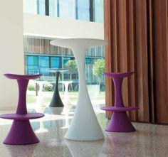Nana - masă de bar creată de Donatella Santangelo/Studio Thesia Progetti. Nana - bar table designed by Donatella Santangelo/Studio Thesia Progetti.