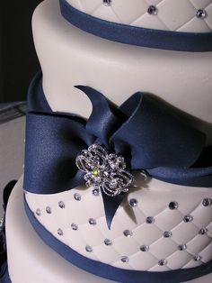 Navy+Blue+and+white+wedding+cake