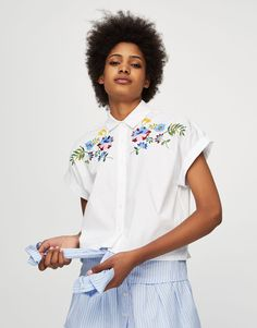 Short sleeve shirt with floral embroidery - Blouses & shirts - Clothing - Woman - PULL&BEAR United Kingdom