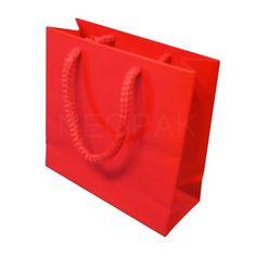 Bardzo dobrej jakości torby na prezenty znajdziesz na http://neopak.pl/torebki-papierowe/all-prestige/torba-prestige-150x60x150-czerwona