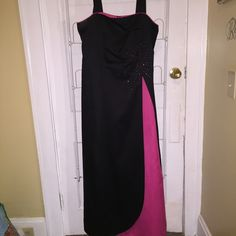 Black and Pink Dress Great for prom, weddings , or any other fancy event! Almost all back except for the small slit of pink on the right side. Where the two colors meet there are some sparkles. In great condition. Brand: Onyx Nite Wendye Chaitin , size 16 ONYX NITE Dresses Prom