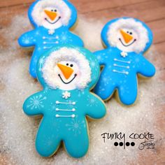 Playing in the snow!snowmen in snowsuits ~ decorated snowman cookies for white Christmas, winter snow days. Christmas Sugar Cookies, Christmas Sweets, Christmas Goodies, Holiday Cookies, Gingerbread Cookies, Gingerbread Men, Snowman Cookies, Christmas Cakes, Christmas Snowman