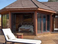 RONDAVELS vakantiehuis in Andalusie verbindt binnen en buiten Amazing Houses, Thatched Roof, Round House, Rustic Design, House Floor Plans, Villas, Cottages, My House, Home Goods