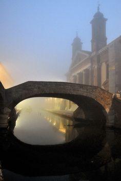 Colori nella nebbia, Comacchio, Emilia Romana, Italia