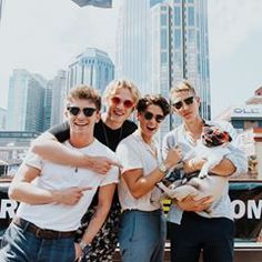 Thanks for having us this afternoon in Nashville, Tennessee. We got to meet this hot dog. Bradley Simpson, Brad The Vamps, Doug The Pug, Will Simpson, New Hope Club, 1d And 5sos, Celebs, Celebrities, Photos