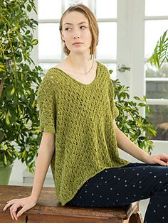 Ona is a short-sleeved tee with a simple lace pattern knit in pieces and seamed. Sleeves are worked as part of the body pieces.