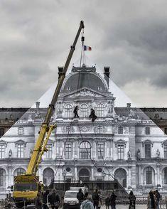 Le célèbre street artistJR vient defairedisparaitre la célèbre Pyramide du Louvre avec une gigantesque anamorphose ! Cette installation a été réali