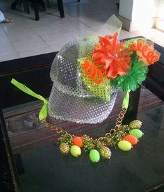 gorra carnaval y collar