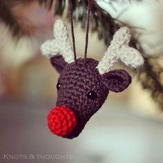 Een gratis Nederlands haakpatroon van een Rudolf Kersthanger. Wil jij ook een Rudolf in de kerstboom hangen? Lees dan snel verder over het haakpatroon!