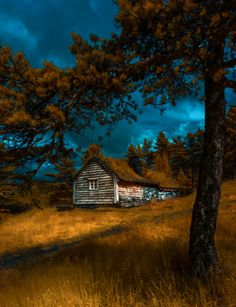 Cabin at twilight by Tore H. via 500px