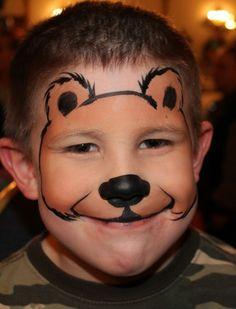 modele maquillage enfant, peinture ourson avec nez noir sur le visage d'un garçon