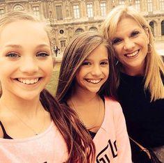 Maddie, Mackenzie & Melissa in Paris ❤️