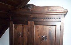 Vrei o casă tradițională ca a lui Doru Munteanu? Uite că-ți dă lista lui cu meșteri | Adela Pârvu - Interior design blogger Traditional House, Rustic Decor, Armoire, Romania, Furniture, Country, Design, Home Decor, Houses