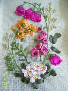 Wonderful Ribbon Embroidery Flowers by Hand Ideas. Enchanting Ribbon Embroidery Flowers by Hand Ideas. Ribbon Embroidery Tutorial, Simple Embroidery, Learn Embroidery, Silk Ribbon Embroidery, Hand Embroidery Patterns, Embroidery For Beginners, Ribbon Art, Ribbon Crafts, Embroidery Techniques