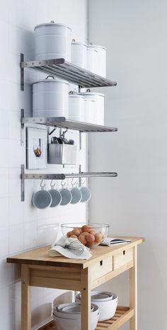 Étagères ouvertes métalliques pour le rangement de la cuisine  http://www.homelisty.com/etageres-ouvertes-cuisine/