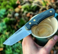 a lot of coffee. running a little low on sleep this week, but sometimes you just have to make compromises. ☕😴🔪🇩🇰 looking forward till Sunday. Not sure if I will even get out of the bed. but for now, lets grind on 🔪🔪🔪 Cool Knives, Knives And Swords, Knife Template, Knife Patterns, Kydex Sheath, Bushcraft Knives, Edc Knife, Handmade Knives, Knife Sharpening