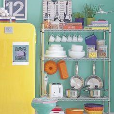 Organize!! Adoro essa estante metálica acho um charme ! #organização #cozinha #despensa #organizesemfrescuras
