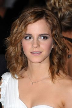 Emma Watson Hair & Haircuts – Hairstyles Gallery 2013 (Vogue.com UK) (Vogue.com UK)