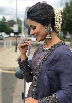 Hina Khan Looking Gorgeous in Indian Look for a Harity Event in London. Indian Jewelry Earrings, Silver Jewellery Indian, Silver Jewelry, Silver Earrings, Silver Ring, India Jewelry, Silver Jhumkas, Boho Jewellery, Trendy Jewelry