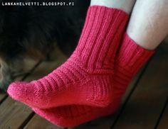 L A N K A H E L V E T T I Knitting Socks, Henna, Knit Socks, Sock Knitting, Hennas, Mehndi