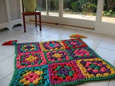 Granny Rug @ Wills Wools Zpagetti used a double and sometimes a triple thread on a 20 mm crochet hook.