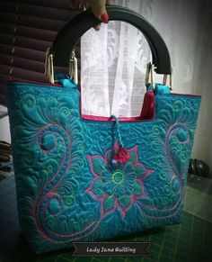 Free motion  quilted bag by Telene Jeffrey- Lady Jane Quilting.  Www.ladyjanequilting.co.za