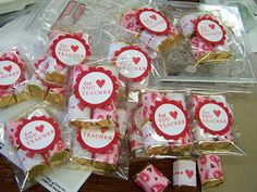 "good for all of the ""extra"" people at kids school Valentines Day Decor Classroom, Teacher Valentine, My Funny Valentine, Valentine Treats, Valentine Day Crafts, Happy Valentines Day, Teacher Gifts, Holiday Crafts, Holiday Ideas"