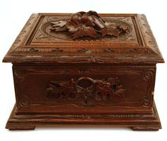An exquisitely beautiful box, it once served to store fine cigars. It dates from 1860-1880 and comes from Paris, France.Having a very cubical shape,