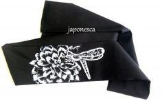 Una libélula libando en este hachimaki de la colección de Animalia.Japanese headband