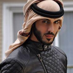 """Omar Borkan Al Gala - Luxo e beleza de mãos dadas; considerado um dos mais belos homens do """"mundo""""."""