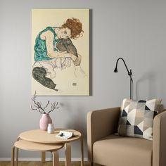БЬЁРКСТА Картина с рамой - Сидящая женщина с согнутым коленом, цвет алюминия - IKEA Ikea, Wall Decor, Wall Art, Decoration, Picture Frames, House Design, Simple, Room, Framed Pictures