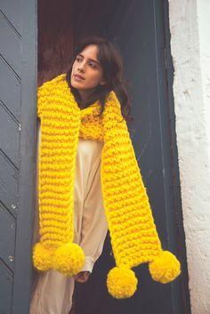 Patterns by international pattern designers. Classic and modern designs inspired by the Peruvian textile culture and tradition. Chunky Knit Scarves, Oversized Scarf, Vanessa Black, Peruvian Textiles, Pom Pom Maker, Circular Knitting Needles, Yarn Needle, Black Pattern, Pom Poms