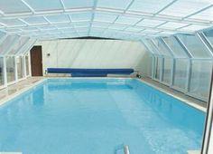 Une piscine couverte chauffée (découverte selon météo)