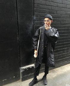The Classy Issue Queer Fashion, Dark Fashion, Mens Fashion, Street Fashion, Rick Y, Street Culture, Dark Photography, Thrift Fashion, Stylish Men