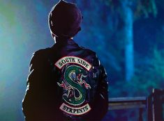 Riverdale Gifs, Watch Riverdale, Riverdale Cast, Cole Sprouse Jughead, Cole M Sprouse, Dylan Sprouse, Sweet Pea Riverdale, Stranger Things, Riverdale Cole Sprouse