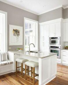 cuisine grise équipée, meubles blancs, ambaince sereine, accueillante