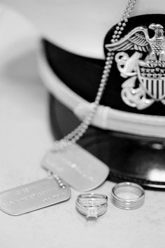 Love this idea for Austin Larissa! US Navy hat, dog tags, and wedding bands picture. Navy Military Weddings, Army Wedding, Dream Wedding, Wedding Stuff, Wedding Poses, Wedding Couples, Wedding Bands, Wedding Ideas, Us Navy Hats