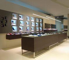 STREET/S1-LED profile for suspended installation in shops and jewelleries.  STREET/S1-profilo LED per installazione a sospensione in negozi e gioiellerie.